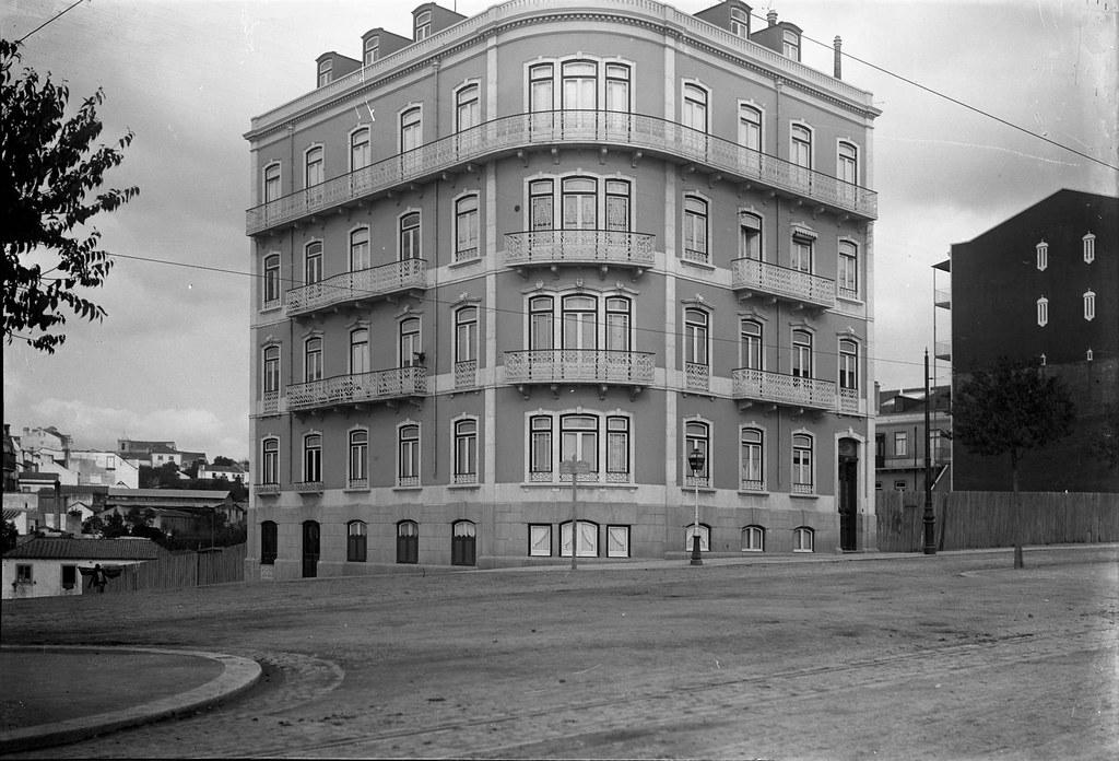 Avenida de Fontes com a Martens Ferrão, Lisboa (P. Guedes, 190…)