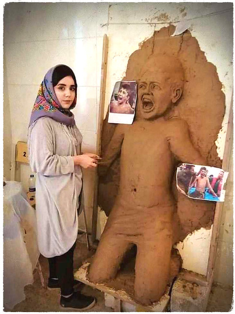 Halabja Fine Arts Institute student is working on