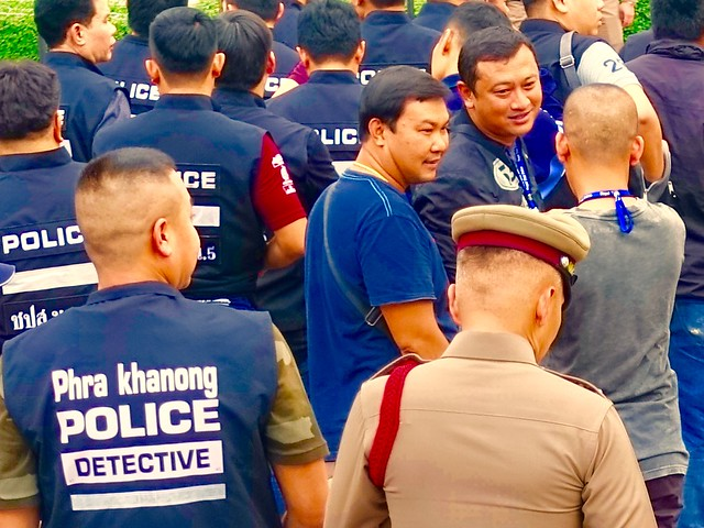 Phra Khanong detectives  chatting