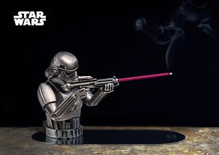 讓帝國最忠心的士兵幫你點香! Eye Candle 造型蠟燭工作室《星際大戰》帝國風暴兵錫鉛合金香插組 Stormtrooper Incense Holder