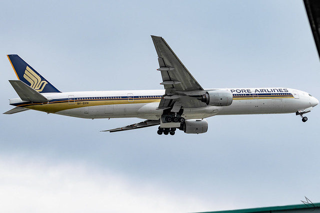 Singapore Airlines - Boeing 777-312 / 9V-SYH @ Manila