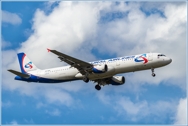 Airbus A321-200 -211 Ural Airlines VQ-BOB at LED