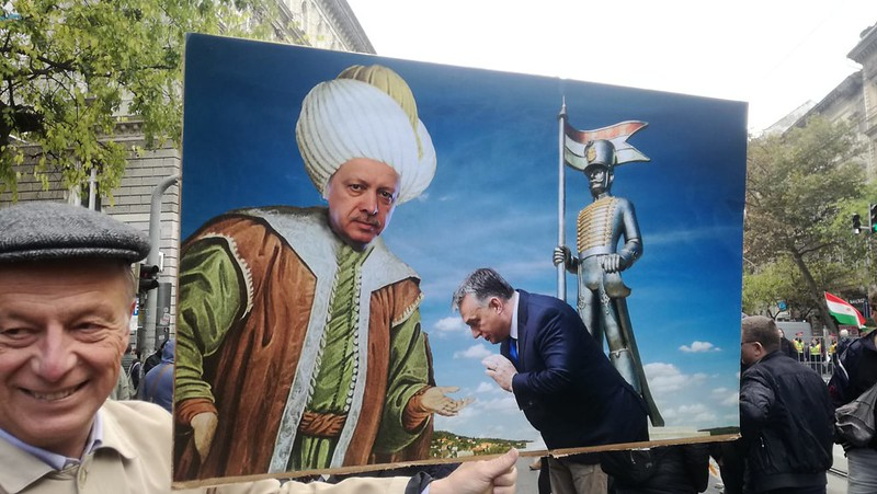 Így tüntettek a budapestiek Recep Tayyip Erdoğan török elnök látogatása ellen