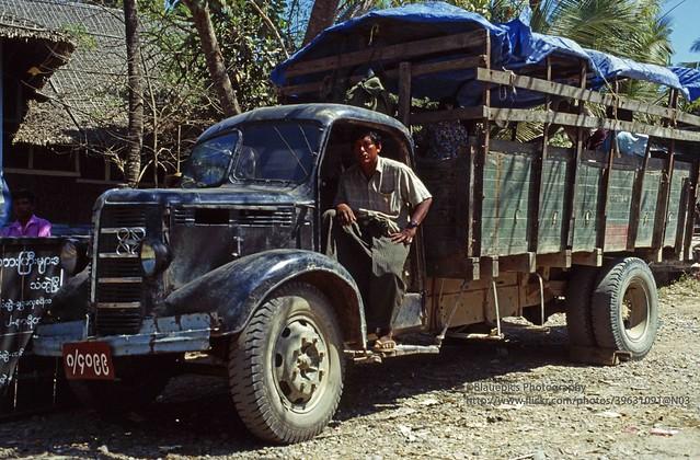 Thandwe (Sandoway), Bedford Truck