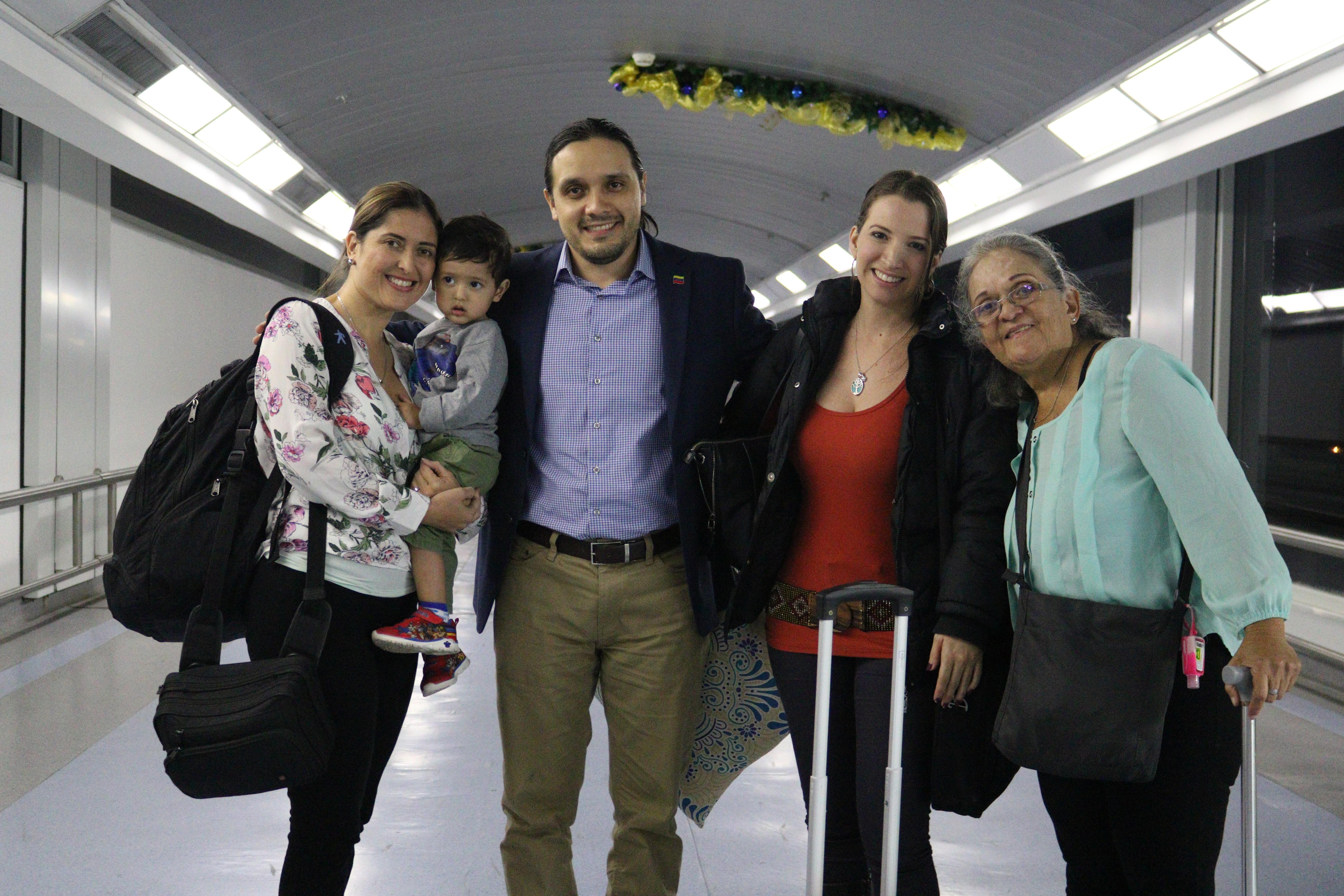 Diplomáticos venezolanos en El Salvador retornan a su Patria