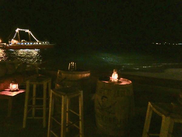 bord de mer la nuit