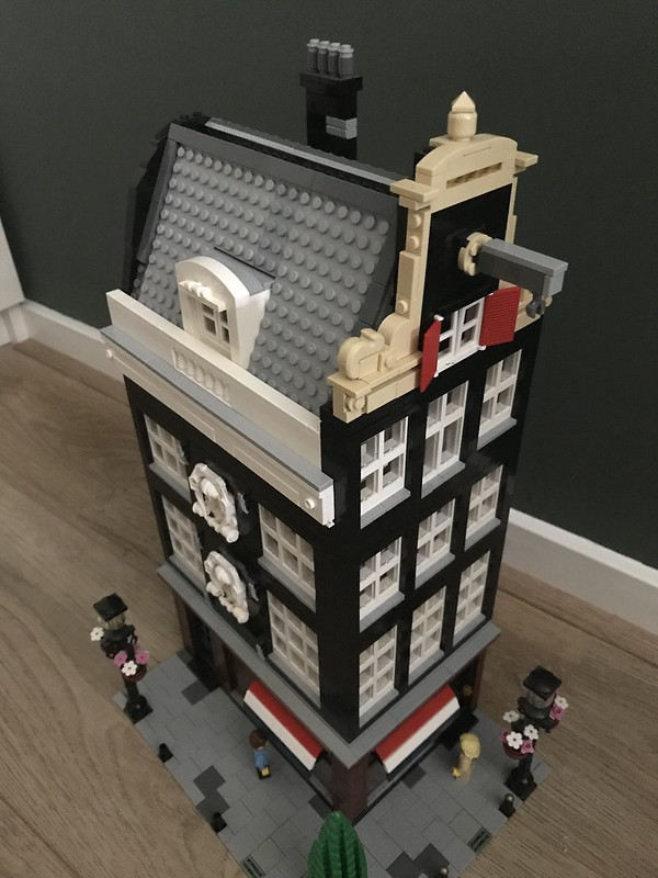 WIP Lego Amsterdam Canalhouse. Placed the chimney and side window on the attic