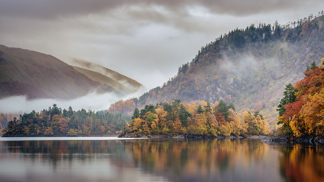 A tranquil Thirlmere in autumn