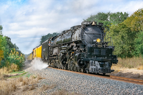 up bigboy steam engine 4014 4884 passenger train unionpacific tx texas seguin sunshine