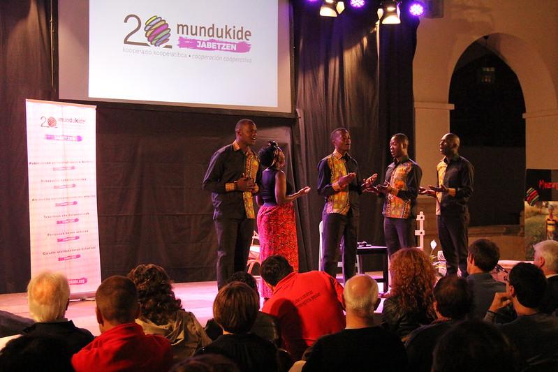 MUNDUKIDE-20 urte-ospakizuna