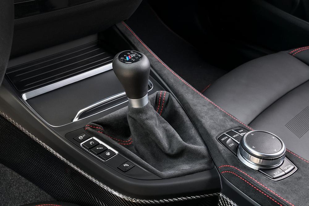 2020-BMW-M2-CS-54
