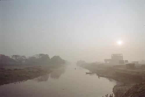 nikon winter dhakadivision meradia fujicolorc200 nikonf100 film haze bangladesh foggy canal istillshootfilm tokina2035mmf3545 water river mist pacificimageprimefilm3650pro3 sunrise landscape fog analogphotography dhaka analog fujifilm