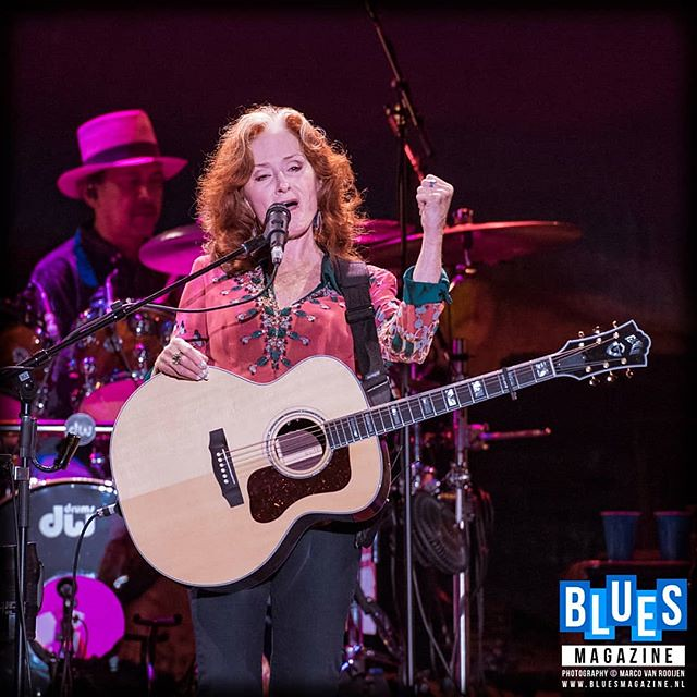 Join us in wishing the wonderful Bonnie Raitt a very Happy Birthday! [Photography by Marco van Rooijen] #bonnieraitt #happybirthday #blues #bluesmagazine #bluesalive #bluestoday #bluesoninstagram#concertphotography #guitar #livemusic