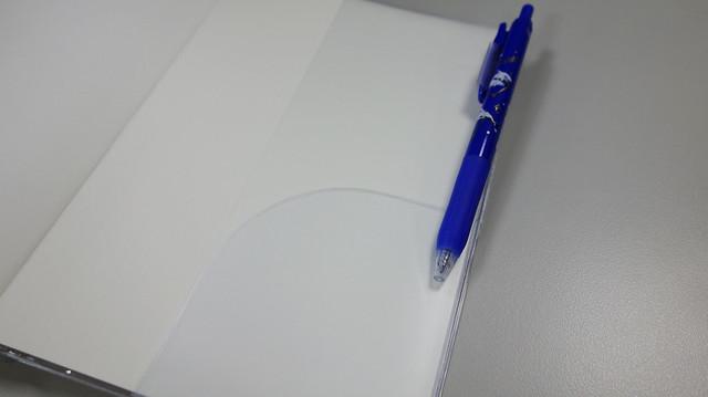 PVC 書套旁邊有筆夾,封底處也有小耳朵可以夾紙@Take a Note 2020手帳