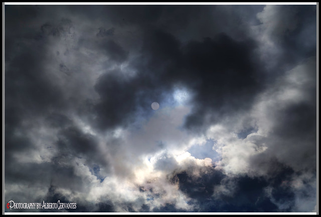 LOS MISTERIOS DEL SOL Y LAS NUBES. THE MYSTERIES OF THE SUN AND THE CLOUDS. NEW YORK CITY.