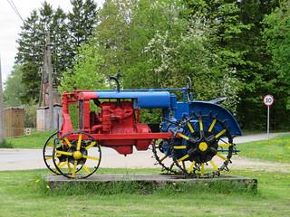 Tractor Universal VTZ