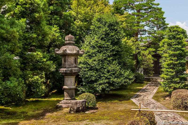 Acceso a los jardines del templo Ryogen-in