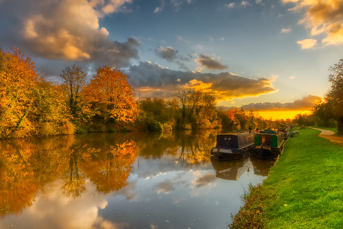 narrowboat boat canal gloucesterandsharpnesscanal autumn autumncolours fall fallcolors gloucestershire d7100 hdr 5xp