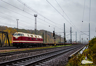 118 719-4 (228 719-1) mit Containertagwagen durch Eisenach am 08.11.2019
