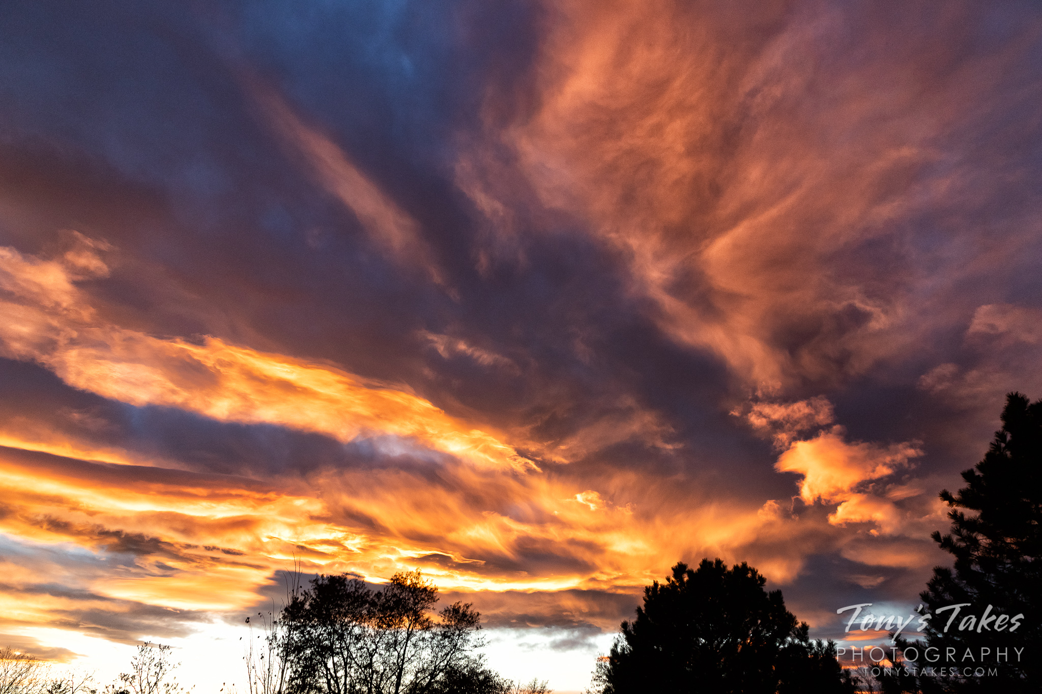 An amazing fall sunset on the Colorado Front Range. (© Tony's Takes)