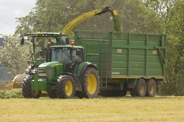 John Deere 8700i SPFH filling a Smyth Field Master Trailer drawn by a John Deere 7430 Tractor