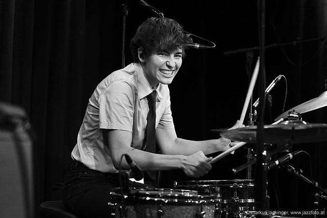 Kathrin Kolleritsch: vocals, drums