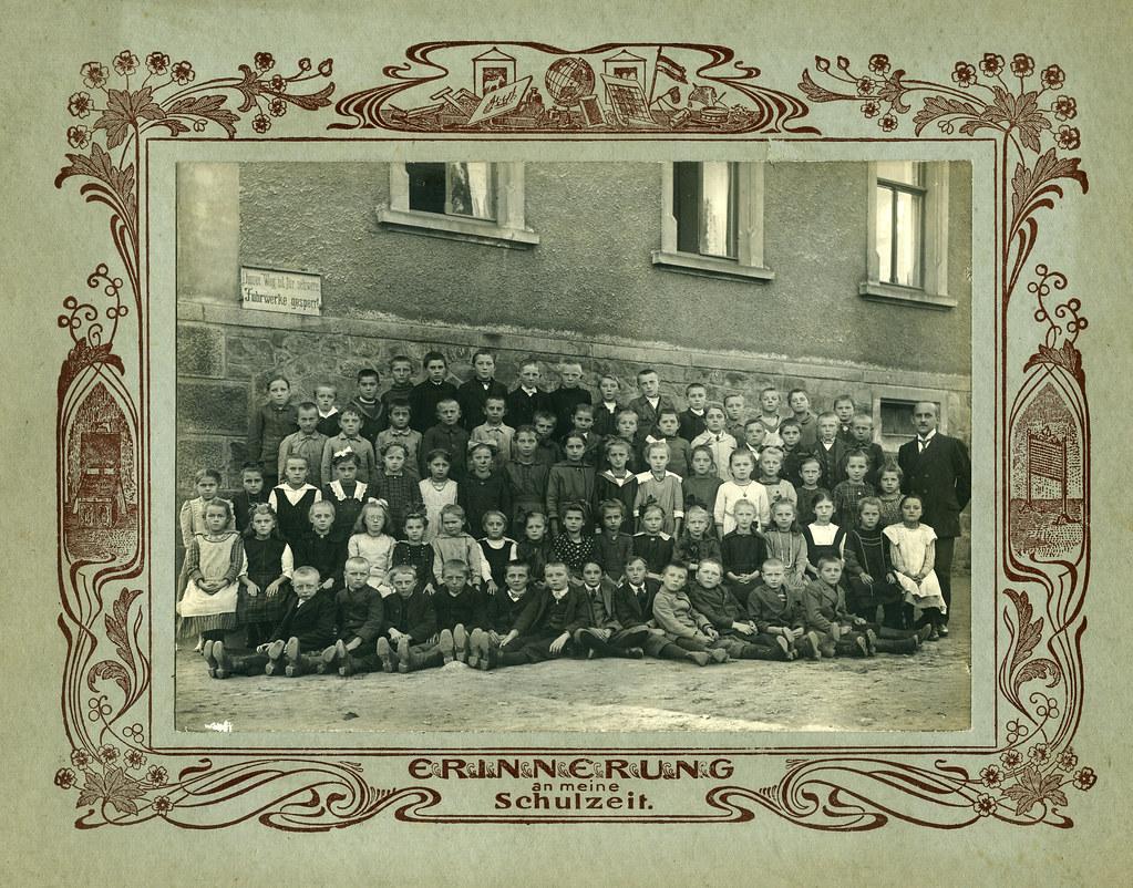 Archiv U364 Erinnerung an die Schulzeit, Hof, 1920er