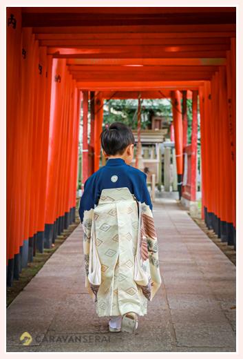 那古野(なごや)神社 アンティーク着物 5歳の男の子 後ろ姿