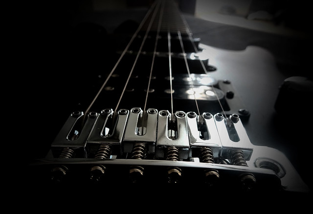 la musica scorre sulle corde