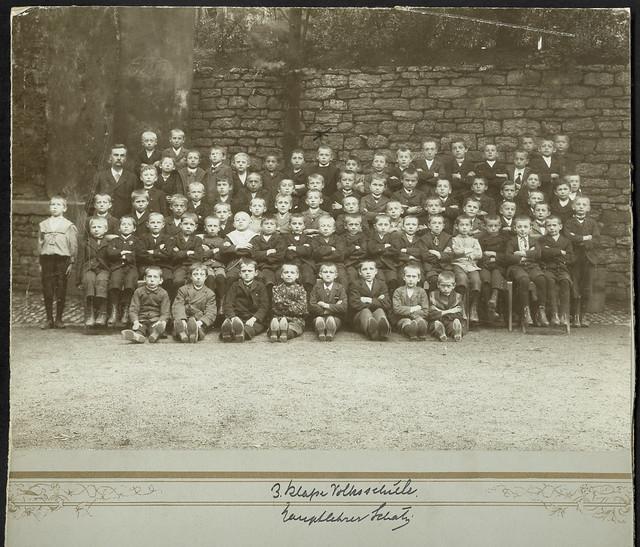 Archiv U368 Volksschule, 3. Klasse, Lehrer Schatz, 1910er