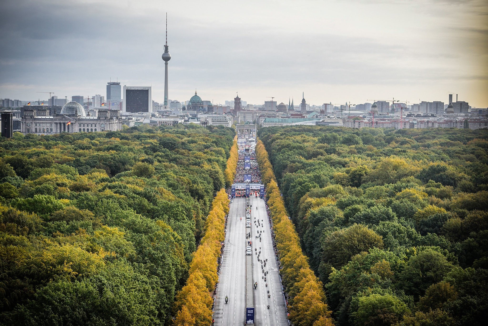 Correr el Maratón de Berlín - Berlin Marathon fotos photos - thewotme maratón de berlín - 49038566093 32a22034bf k - Correr el Maratón de Berlín: Análisis, recorrido, entrenamiento e inscripciones