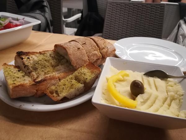 skordalia et pain à l'huile