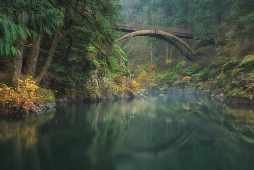 ian sane images thiswaytoadream bridge reflection eastforklewisriver moultonfallsregionalpark yacolt washington state clark county landscape photography nature wilderness autumn fall colors long exposure canon eos 5ds r camera ef1740mm f4l usm lens