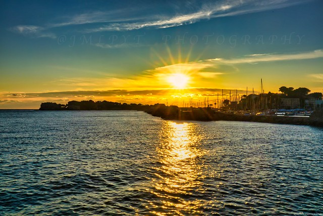 Coucher de soleil sur l'Île de Bendor et le port de Bandol -1L8A0862