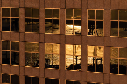 nikon5300 composition ambiance atmosphere reflets port reflexion japon japan yokohama leverdesoleil sunrise immeuble building