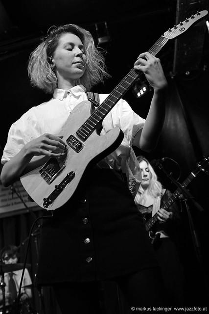 Mira Lu Kovacs: guitar