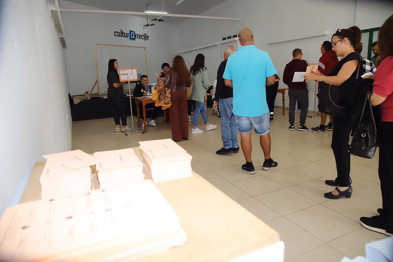 Los ciudadanos acuden a la cita con las urnas