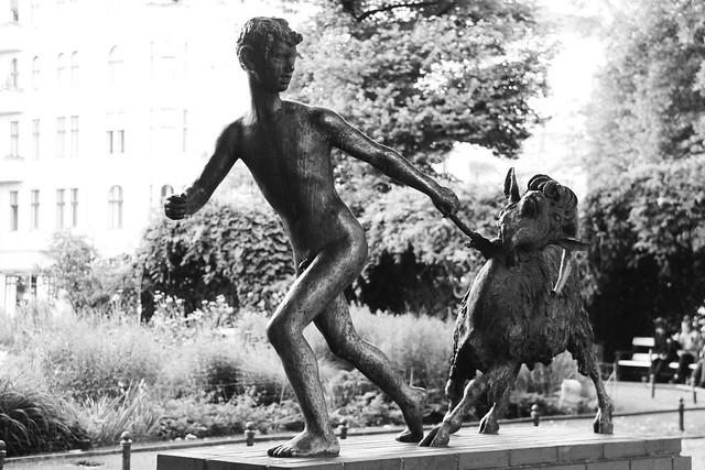Knabe mit Ziege (1930)