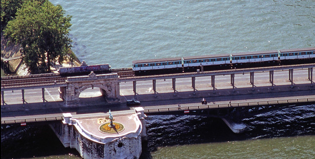 R9339.  Line 6 from top of Tour Eiffel.