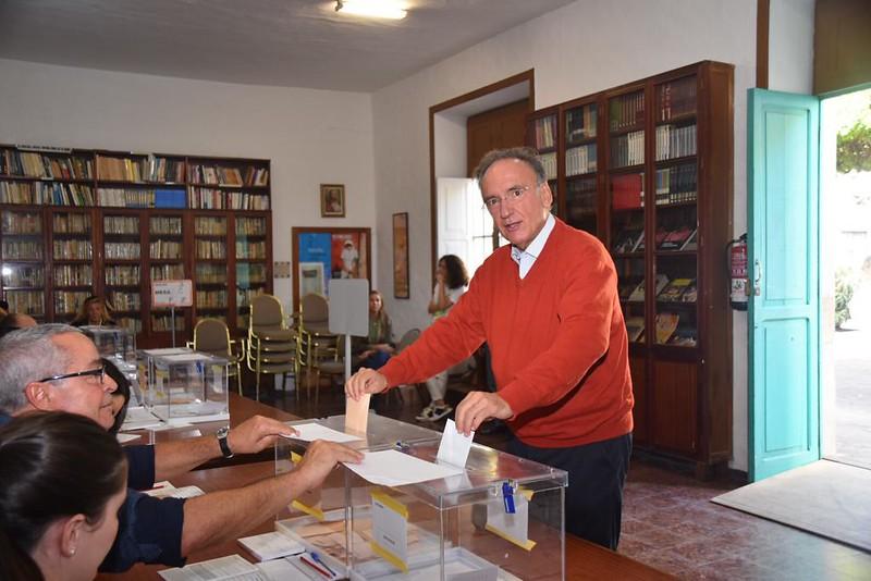 Candidatos y políticos depositan su voto el 10N