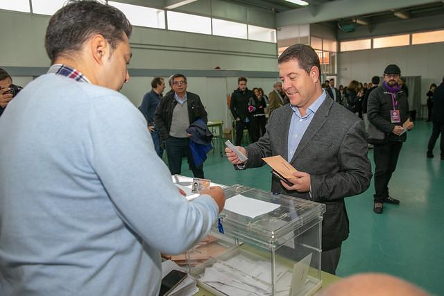 El presidente ejerce su derecho al voto en las elecciones generales