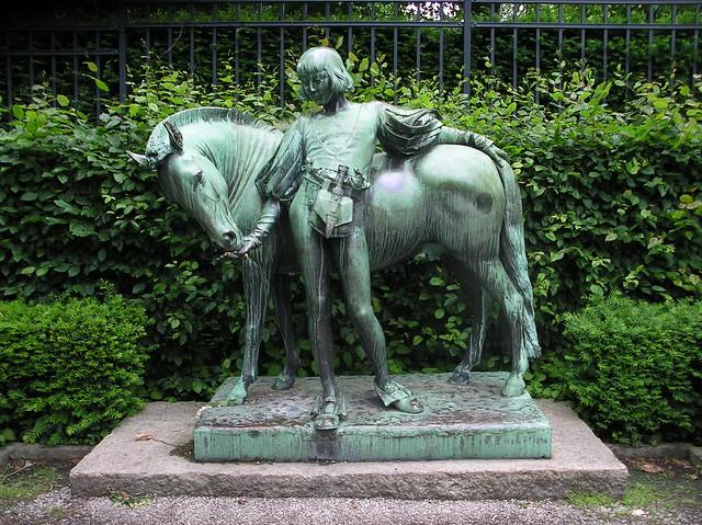 1896 Berlin Pony und Knappe von Erdmann Encke Bronze östlich Englischer Garten am Bundespräsidialamt im Großen Tiergarten Spreeweg in 10557 Tiergarten