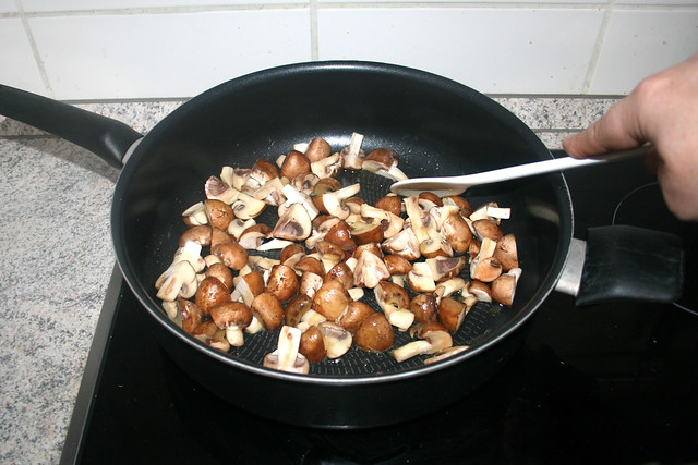 01 - Champignons andünsten / Braise mushrooms