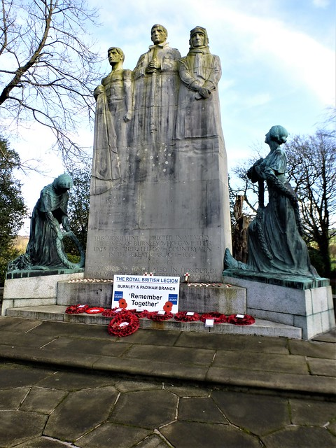 🌺🌺Cenotaph Towneley Park, Burnley = LEST WE FORGET🌺🌺.      Made of Portland Stone flanked by bronze figures = WE WILL REMEMBER THEM