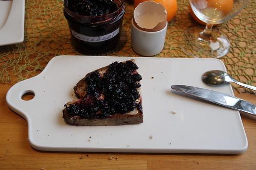 Heidelbeer-Fruchaufstrich auf Majanne-Brot
