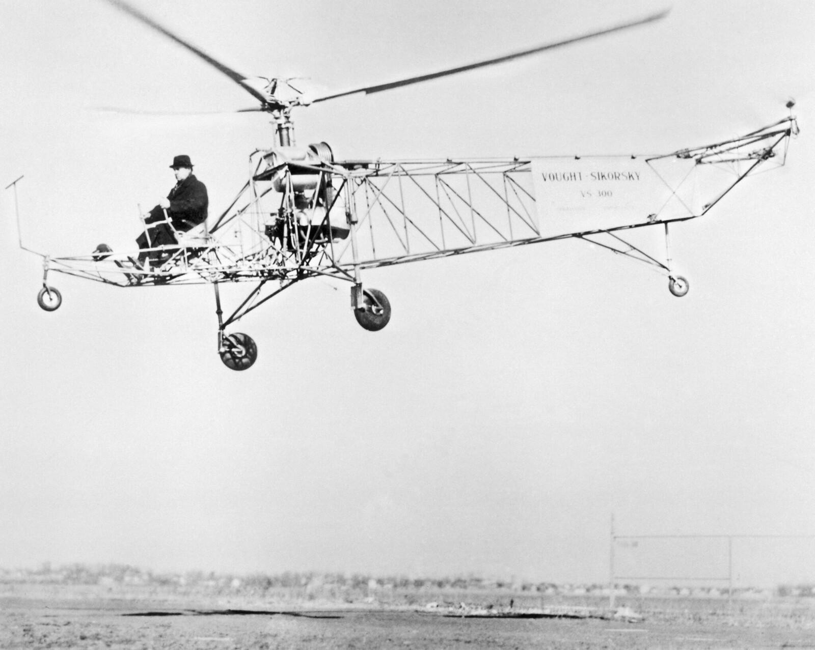 1910-е. Игорь Сикорский летает по одной из своих ранних конструкций