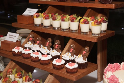 Fruity Panna Cotta, Gingebread Cupcakes, Santa Hay Strawberry Cheesecake