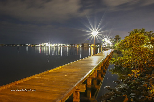 boardwalk riverwalk night lights starburst downtown saintlucieriver river water waterfront outdorrs nature mothernature stuart florida usa seascape cityscape landscape