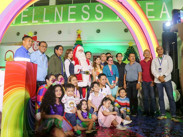 sm las pinas rainbow christmas (7 of 13)