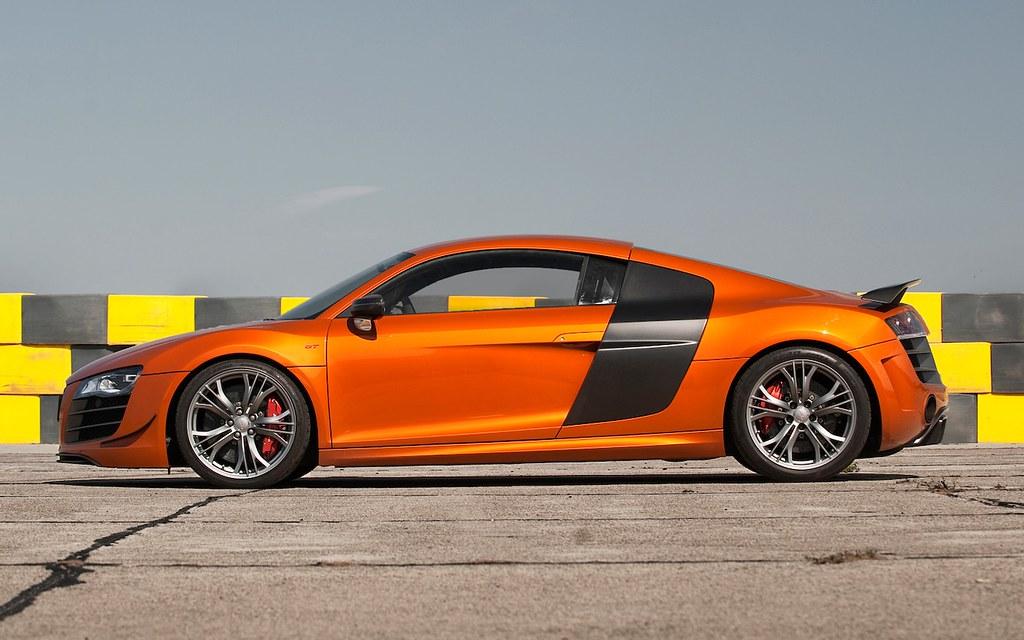 2012-Audi-R8-GT-side-view